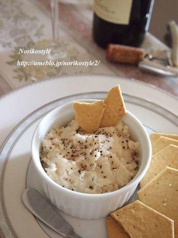 おつまみのディップも豆で作ればとってもヘルシー♪ブラックペッパーをしっかり効かせて大人の味わいに。クラッカーやバゲットと一緒にいただきましょう。