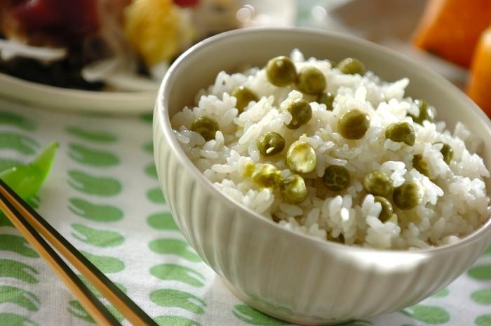 ちょうど今が旬の「グリーンピース」や「うすい豆」。ぜひ、緑色がきれいな豆ごはんにもチャレンジしてみてください。