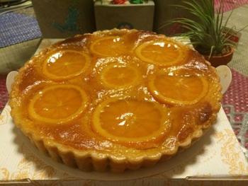 こちらの写真はオレンジタルト。ほかにリンゴや洋ナシもあります。
