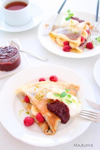 チョコレートとラズベリー(フランボワーズ)の甘くて酸っぱい魅惑の組み合わせ。クレープやワッフルのクリームとしてもおすすめです。ラズベリーは冷凍でもOKですので、気軽に作ることができます。