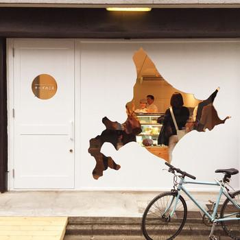 北海道チーズ専門のお店が、今注目のスポット清澄白河に。イートインスペースはないものの、美味しいチーズを自宅で食べたい!お土産にしたい!という大人女子に大人気のお店です。