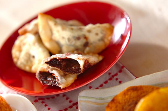 こちらは、ゆずジャムとチョコレートを餃子の皮で包んで揚げています。ちょっと懐かしい雰囲気のおやつです。アツアツ、サクサクを召し上がれ。ゆずジャムは、マーマレードでもいいそうです。