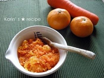 フルーツと野菜のコラボも楽しい♪人気のジャム素材のみかんと、栄養たっぷりの人参すりおろしを煮詰めます。自家製は、甘さを控えることができるのもメリット。その分、早めに食べ切りましょう。