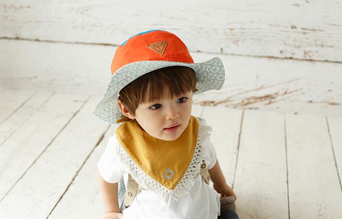つけるだけで、アメリカン気分になれちゃうバンダナスタイです。帽子と合わせてコーディネートすればすっかりフェススタイル・・・!
