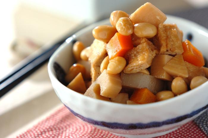 ホクホクの大豆とシャキシャキのレンコンやタケノコなど、さまざまな食感を楽しめる五目煮。干し椎茸や刻み昆布などを加えても美味しそうですね。