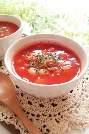 柔らかい煮大豆が入った、栄養満点のスープ。バターがトマトの酸味をまろやかにしてくれます。好みの野菜をたっぷり入れて♪