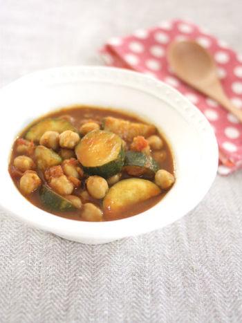 水煮のひよこ豆を使えばなんと30分もかからず美味しいカレーができてしまいます。長時間火を使いたくない夏にぴったりの時短カレーです。