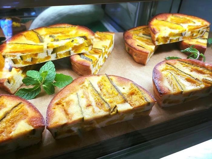 沖縄産のかぼちゃがたっぷり入った「ポティロン」。アーモンドソースをつなぎに使い、深みのある甘さが特徴です。おやつや食後のデザート以外に、軽い食事としても楽しめそう!