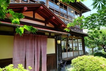 住宅街の細い小道の先にある「幻董庵」は、女優の田中絹代が以前別邸に使っていたという風情ある佇まいの古民家。調べて行かないと、迷ってたどり着けないそうですよ。