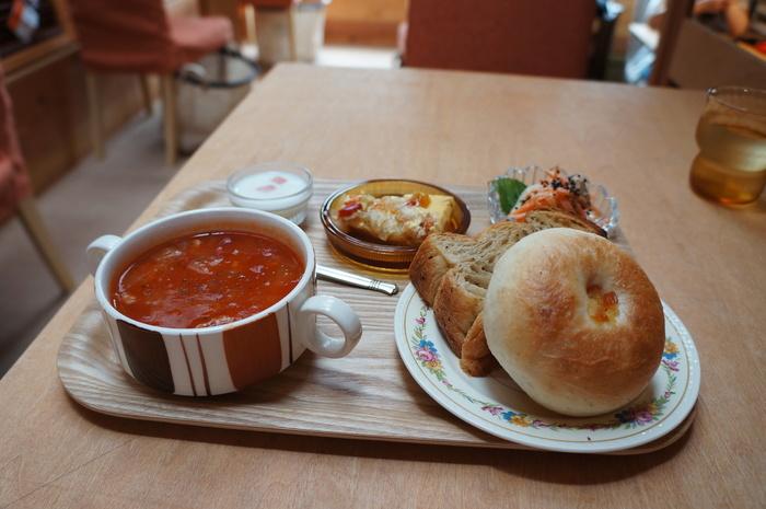 おすすめは、デニッシュとベーグルに、スープとプチスイーツなどがセットなったココシカランチです。
