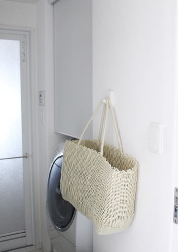 ランドリースペースも、ワンランク上のおしゃれな部屋に早変わりです。洗濯物を入れるかごバッグなどを下げるだけで、すっきり収納できる、見せるインテリアに♪