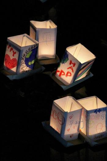 子供たちが「平和」を願い作ったいくつもの灯篭は、とても感慨深いものがあります。