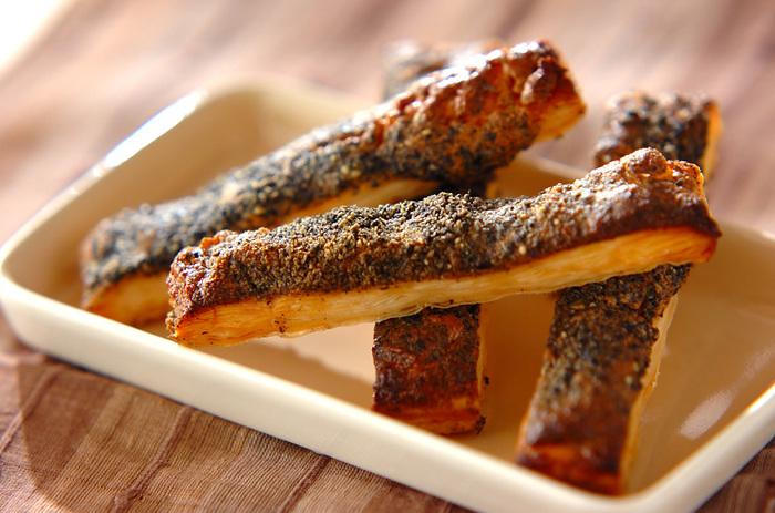 こちらも冷凍パイシートを使うので、作り方はとっても簡単。「ピーナッツバター」と「きな粉」という珍しい組み合わせのパイです。黒豆きな粉を使っても、美味しくできあがります。