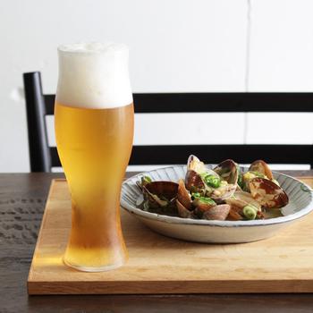 バル飲みといえば、ビールも外せませんね♪泡立ちや飲み心地はもちろん、持ちやすさにもこだわり抜いた「菅原工芸硝子」のビール用グラス。「体温のようなぬくもりを持ったガラスをお届けしたい」という職人さんの想いが込められています。