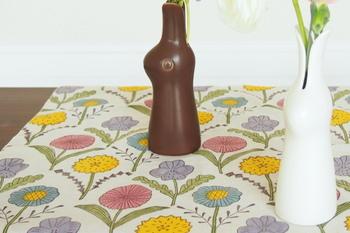 花瓶やオブジェなどの敷物にも。かわいいアクセントになります。