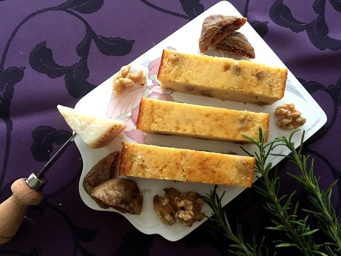 いちじくとくるみ入りのチーズケーキ。栄養価も高いので、朝から召し上がって一日の元気をチャージしましょう!