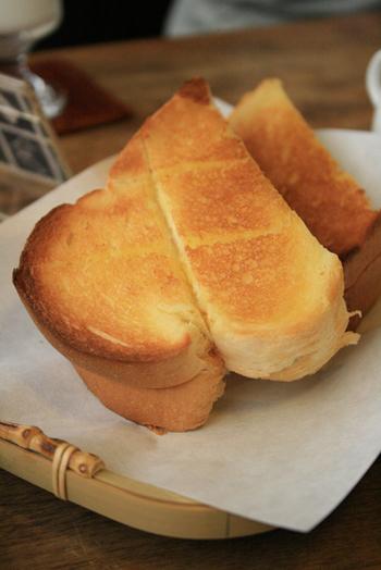 長野県松本市「喫茶まるも」のモーニングセットから。カリッとしたトーストの美味しさは特筆もの♪