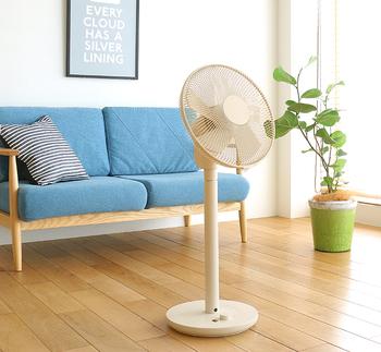デザイン性に注目されている±0。扇風機のデザインはそのままにすっきりとしたデザインに仕上げています。