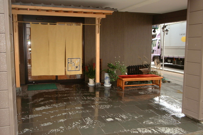 昭和6年創業の蕎麦割烹『志ほ川本店』。多くの著名人にも愛される美味しいお蕎麦がいただける名店です。