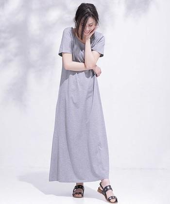 Tシャツ感覚で着られるカジュアルなカットソーワンピースは、ほどよいハリ感でラインを美しく見せてくれます。マキシ丈は大人っぽくスラッと印象に。サッシュベルトやコルセットを使ったメリハリのある着こなしもおすすめです。
