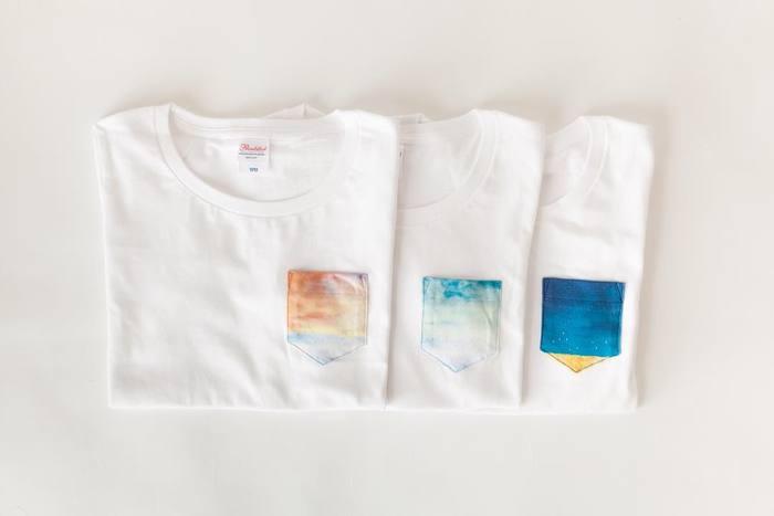 """「ポケットTシャツ」  夕暮れ・青空、夜空・・・""""自然のもつ魅力""""をモチーフにデザインされたポケットTシャツです。白地にちょこんと着いたポケットがとっても魅力的な一枚。"""