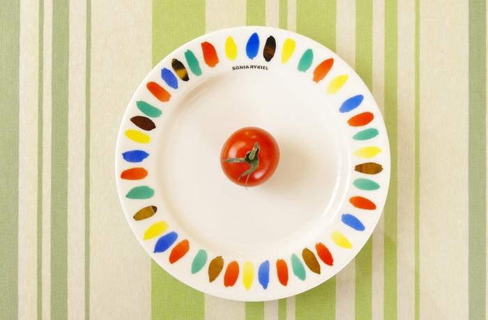毎日食卓に並ぶお皿ですが、デザインが変わるだけで気分もがらりと変わります♪お皿は食べ物をおいしく見せてくれたり、食べ物以外にインテリアとして活躍してくれたりと機能はさまざま。ぜひアートなお皿を日々の生活に取り入れて、もっと毎日を楽しんでみましょう。
