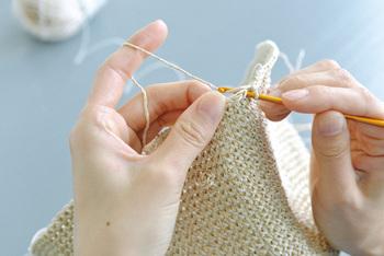 かぎ針。こちらもサイズはさまざま。糸の太さ、作りたい作品の雰囲気によって使い分けます。