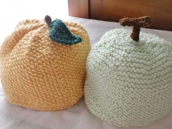 お子様には、ぴょこんと可愛いヘタや葉っぱをつけてフルーツ帽子を。果物の妖精になってもらいましょう♪