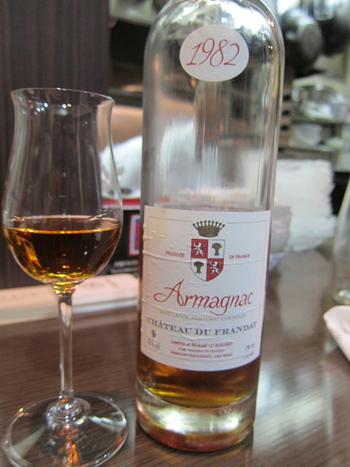 美味しいワインをいただけることでも有名なこちらでは、シェフとサービスが選んだ料理に合うワインを、ワインセラーから自分で選ぶことができ、ワイン好きに好評だとか。
