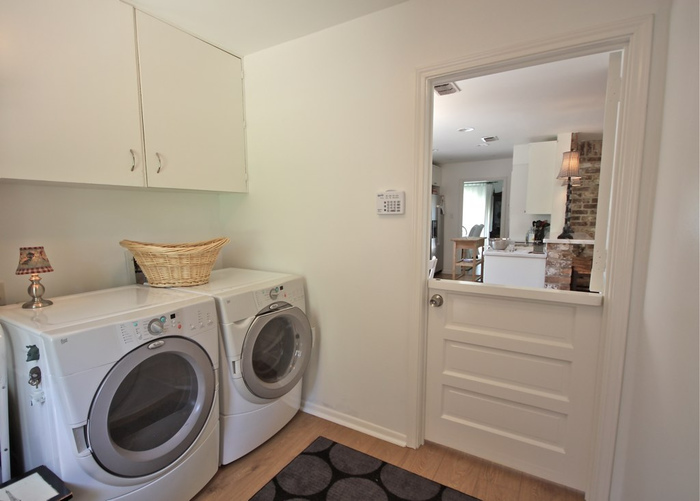 日頃お洗濯は午前中のうちに済ませてしまう、という方も多いのではないでしょうか?それを思いきって夜に変えてしまいましょう。最後にお風呂に入る時にお洗濯をすると、その日に着ていた洋服の置き場所にも困らず、すぐに洗うことで菌が繁殖するのも最低限に抑えることができます。