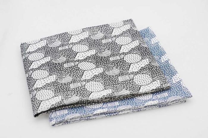 伝統的な播州織にモダンなデザインを取り入れ、見ているだけで想像力が湧いてくる素敵な生地。サイトを覗けば、素材から選ぶ楽しさを実感できます。