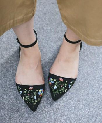バレエシューズ・ストラップシューズ・パンプスなど「乙女靴」を取り入れよう