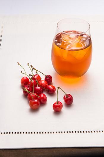 クリアな透明感も水出し紅茶の特徴です。ティーバックを使えば、さらに手軽につくれますよ。