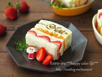 フルーツサンドを重ねれば、まるでケーキのように華やか。卵アレルギーのお子さんでも、フルーツサンドなら卵を使わないケーキが作れます。
