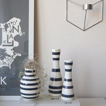 大人気のオマジオフラワーベースとともに。サイズは、S・M・L。窓辺に飾っても、お部屋に飾ってもスタイリッシュですね。