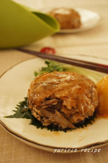 とりももひき肉でハンバーグ。ごぼうも入れれば、食べごたえ、食感もアップします。大根おろしを添えて、胃にも優しいですね。