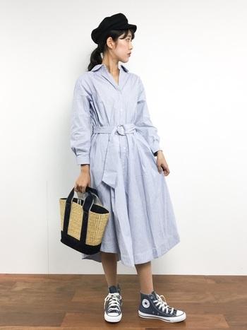 爽やかで女性らしいワンピースに、キャスケットがはずしアイテムとしてこなれ感を演出してくれます。かごバッグと合わせるとまるでピクニックにおでかけしたくなるようなアクティブな雰囲気に◎