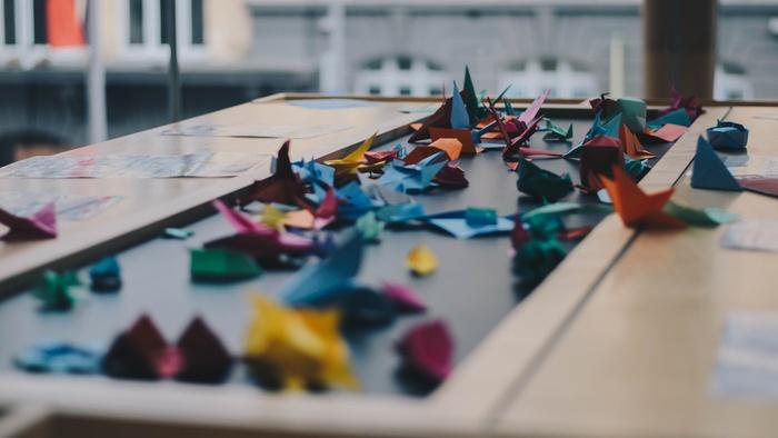 いざ折り紙を折ろうとしても、昔のことでなかなか思い出せないという方もいらっしゃるのではないでしょうか?ここでは、難易度の高い物に挑戦する前のウォーミングアップとして日本に昔から伝わる定番の折り方をご紹介します♪♪