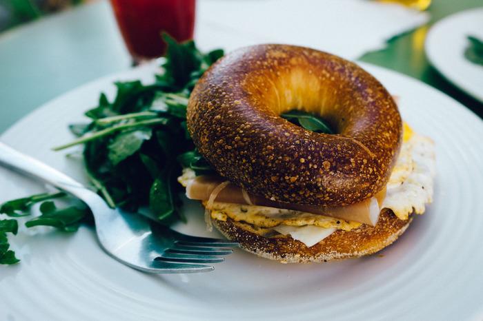 仕事に家事にと忙しいとき、手が回らないのが食事。簡単にパパッと済ませてしまってはいませんか?オフの日は朝食をいつもよりも豪華に、時間をかけていただきましょう。