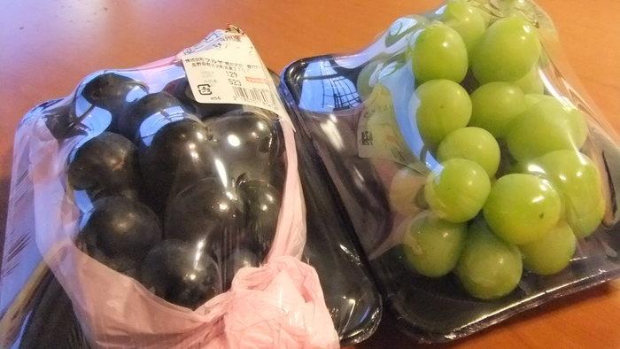 長野といえばりんごやブドウなどのフルーツも人気。スーパーならではの、旬の果物や野菜もぜひチェックしましょう。産地ならではのお手頃価格で購入できます。