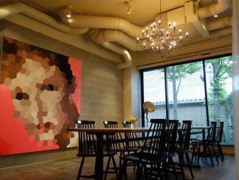 朝食は、「行き慣れたご近所のカフェのように居心地の良い朝食レストラン」をテーマにした、レストラン「ANTEROOM MEALS(アンテルームミールズ)」にて戴けます。