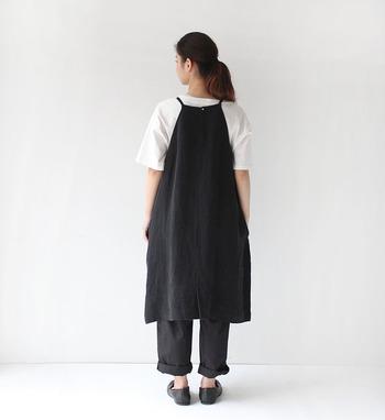 ■着こなしポイント【コットン100%の真っ白Tシャツ】モノトーンコーデに欠かせないアイテムNo.1かもしれませんね。コットン100%で毎日着たくなっちゃう真っ白なTシャツ。他のアイテムが全てダークでも、一枚取り入れるだけですっきりとした印象に。