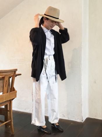 ■着こなしポイント【コットンパンツ】フルレングスのパンツで大人カジュアルなモノトーンコーデです。帽子、羽織、靴とバランスよく黒を配色して、白の主張をやわらげます。モノトーン初心者さんにもおすすめできるバランスです。