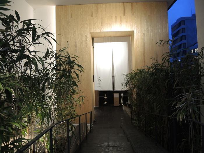 ホテル名である「カンラ:感洛」には、日本が育んできた美や知恵、おもてなしが息づく「洛」の地で、その心 を「感」じてほしいという想いが込められています。