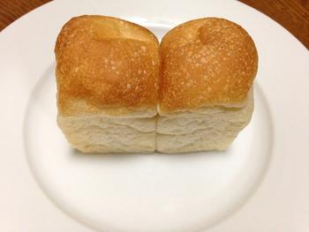 人気の「ミニ食パン」! 毎日食べても飽きない、シンプルな味わいです。 手作りジャムも販売しているので、ぜひ一緒にお試しあれ。
