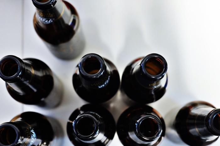 精油の空き瓶をそのまま利用しても。透明のビンより色付きのものの方がオイルの酸化を防げるそうです。
