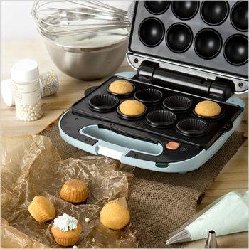 こちらはカップケーキを焼ける数量限定モデル。マドレーヌやドーナッツを焼けるオプションプレートもありますよ◎