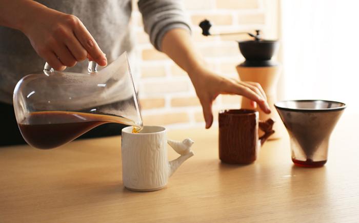 ワインのカラフェと見まごう、円みを帯びた優しいフォルムの耐熱ガラス製。「コーヒーカラフェ」(キントー)。