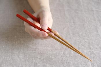 丈夫で長持ちする上に、軽くて持ち手も少し丸みがあるので持ちやすくなっています。小さな米粒もつかみやすくできている優れ物!