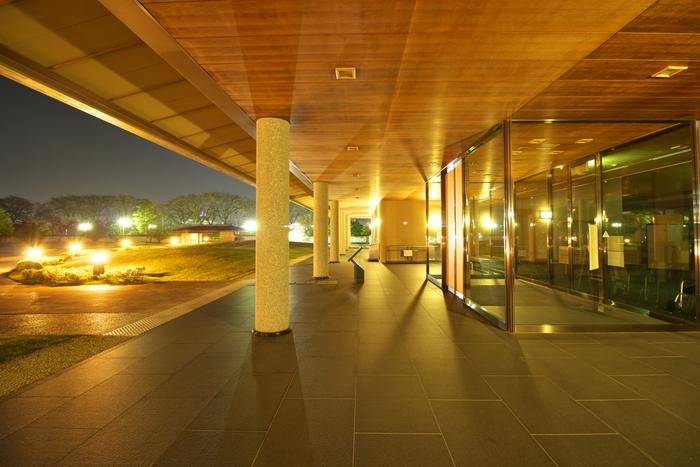 全国でも数少ない、「水墨」をテーマにした美術館。横山大観、富岡鉄斎、竹内栖鳳、菱田春草などの作品を展示する常設展や企画展の他に庭園、茶室などがあり、日本文化の美を幅広く展示・紹介しています。